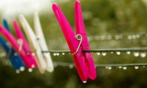洗濯物が臭う日と臭わない日がある!梅雨の生乾き臭の原因は干し方や時間?