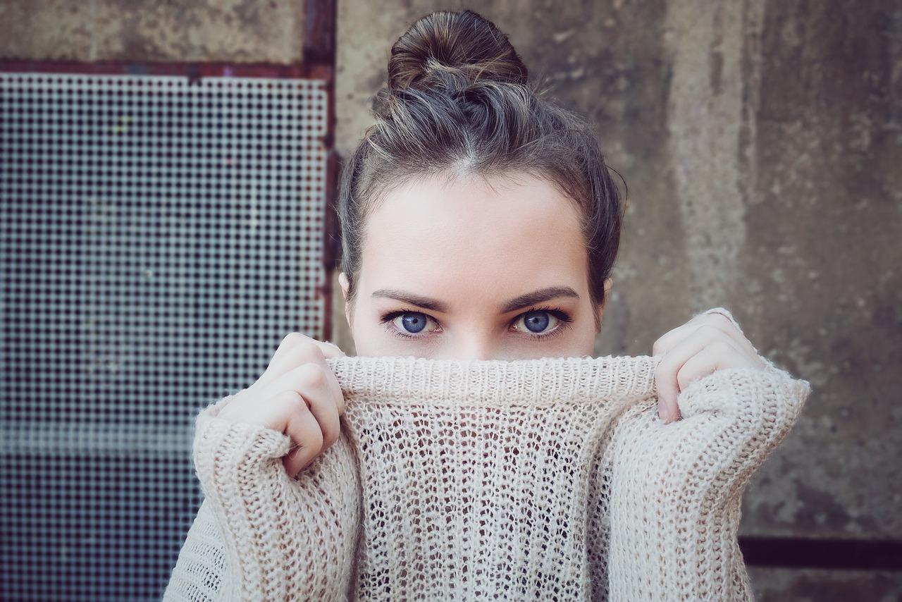 大人ニキビと女性ホルモンや更年期障害の関係