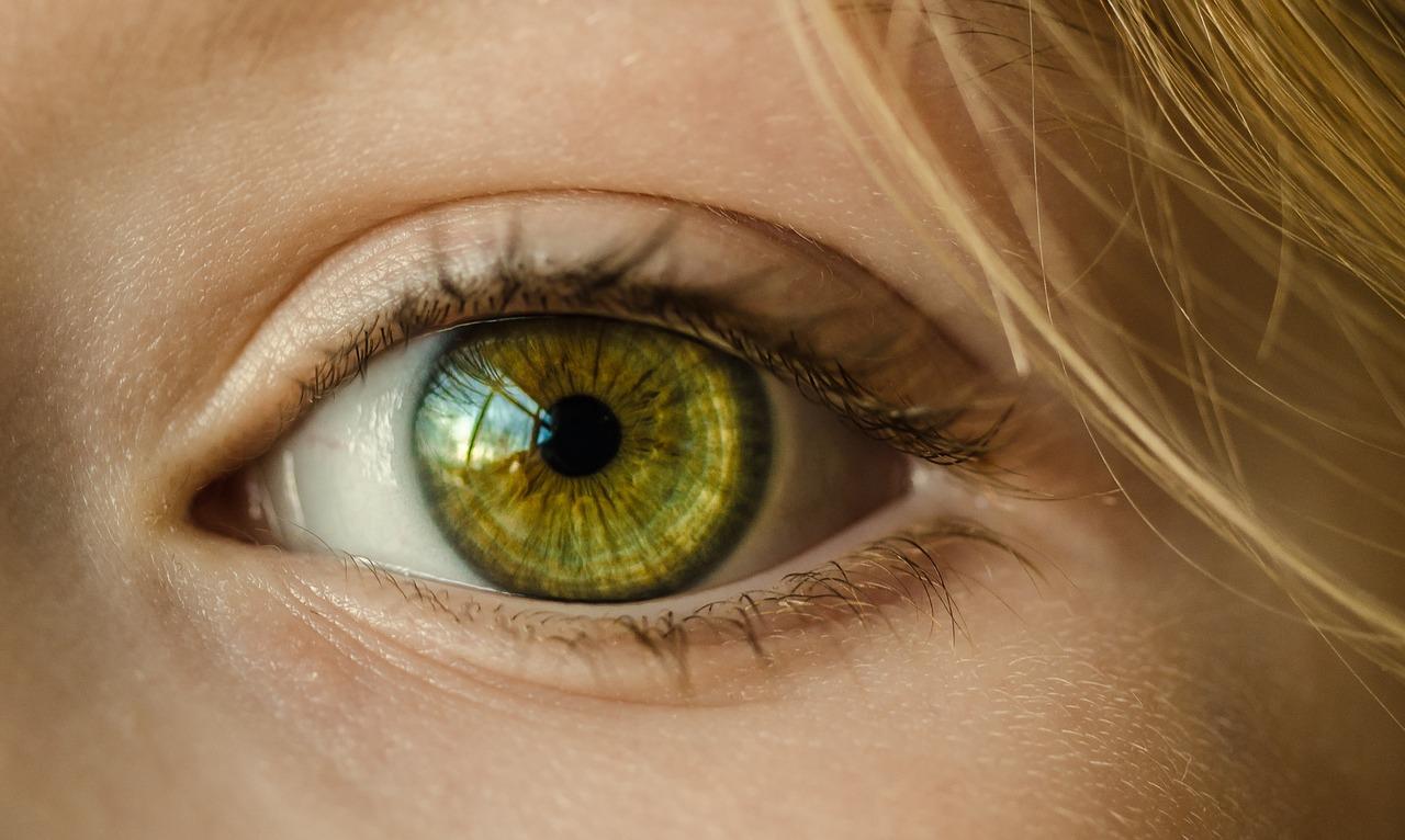 目から入る紫外線で肌にしみが出来るって本当