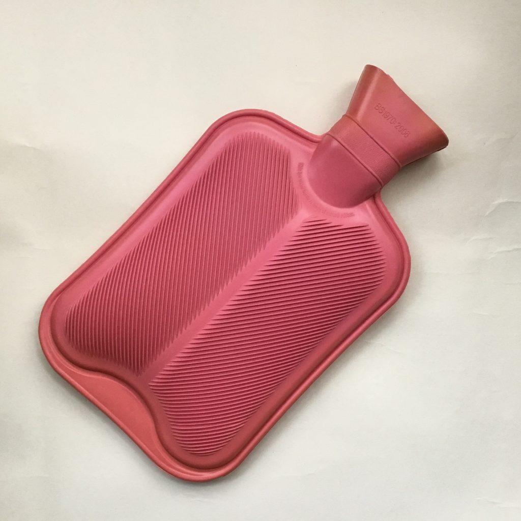 湯たんぽなどで事前に布団を温めると効果的!
