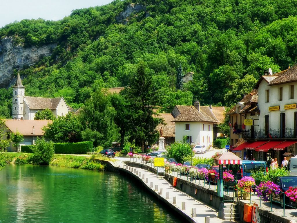 フランスの街から人が消える 夏のバカンスシーズン