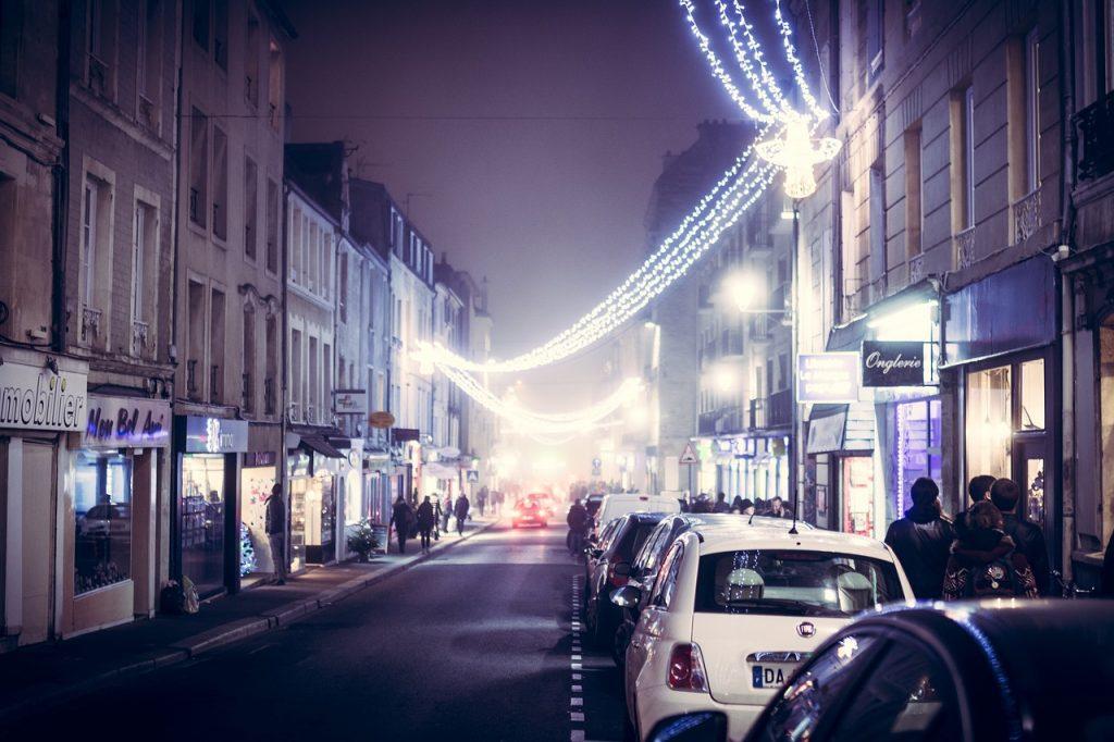 フランスの寒い冬の時期はキラキラのクリスマスマーケットへ!