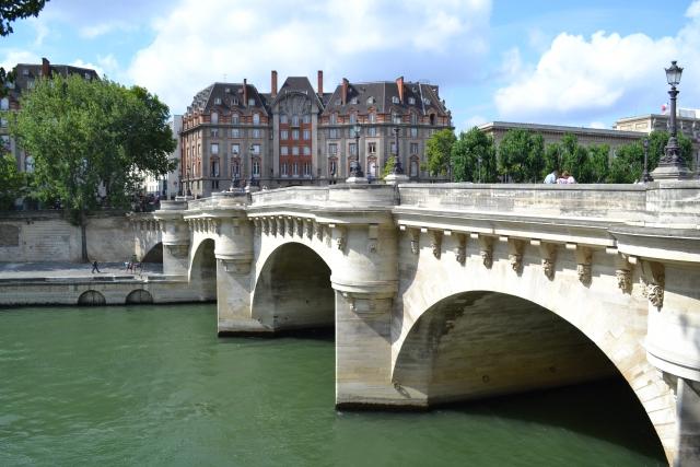 フランス旅行の安い時期は?食費も抑えて節約しながら楽しもう!