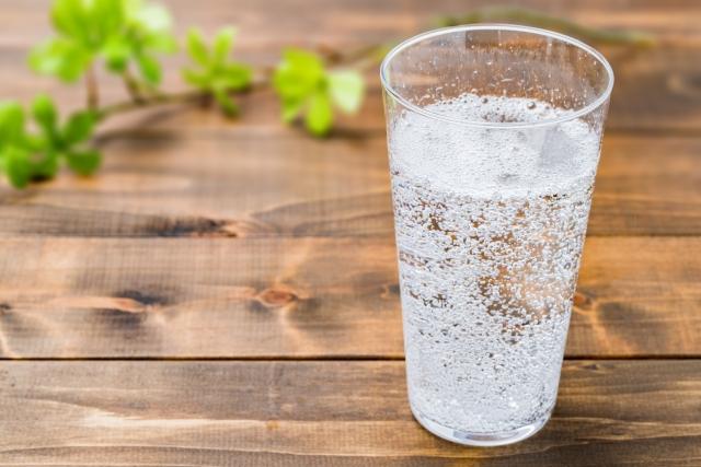 炭酸水は胃に良い?悪い?胃が荒れるのは本当?胃酸過多なら注意!