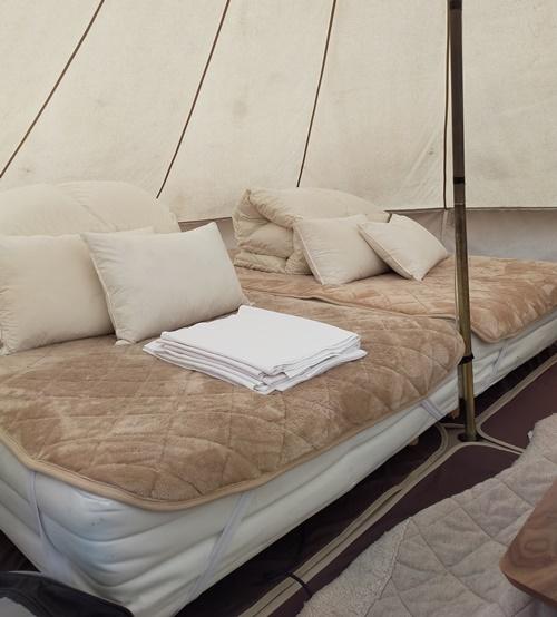 テント内のベッド